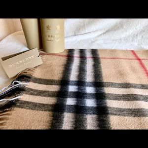 NWT BURBERRY Classic Check Camel Large Scarf